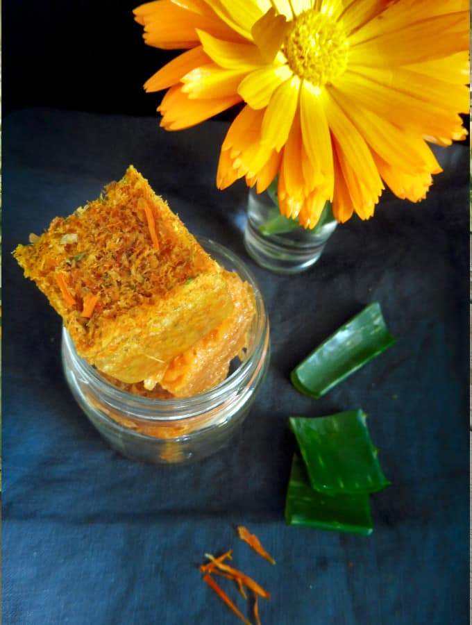 aloe vera calendula gel with calendula flower