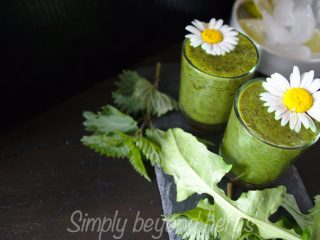 Green smoothie recipe with nettle and dandelions
