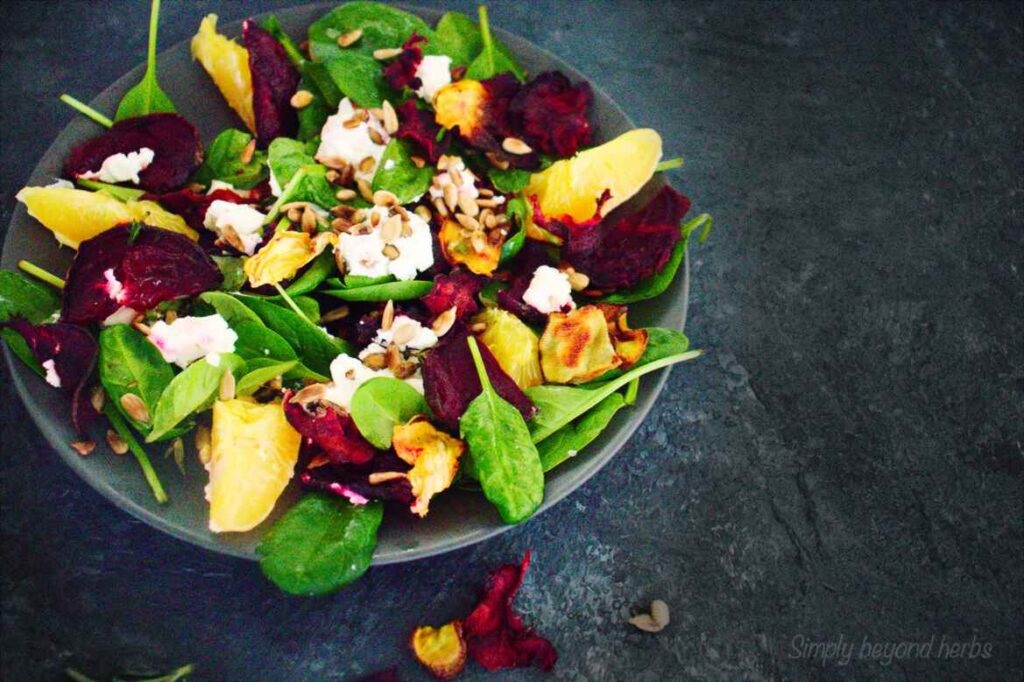 beet salad with spinach and oranges
